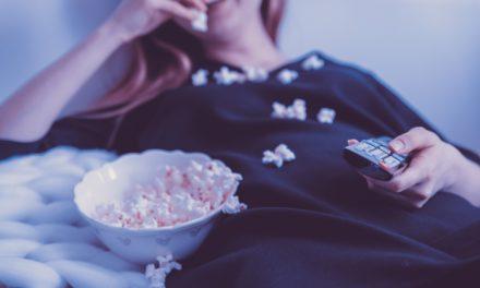 Évaluation des comportements de binge-watching : développement et validation des questionnaires