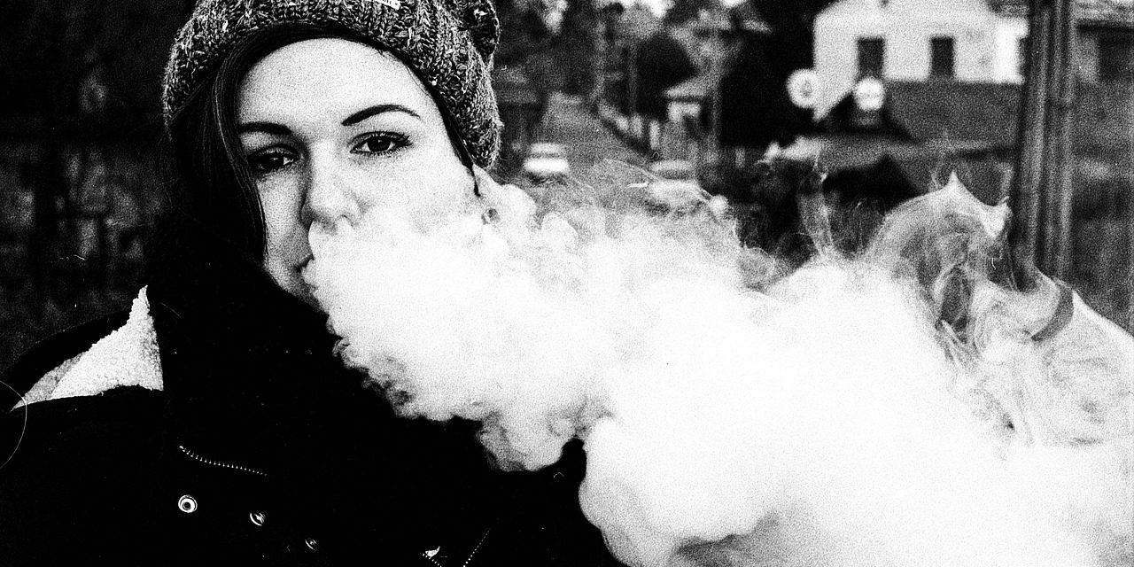 L'exposition à des publicités pour la cigarette électronique augmente l'intention des adolescents non-fumeurs (mais pas celle des fumeurs) à l'utiliser
